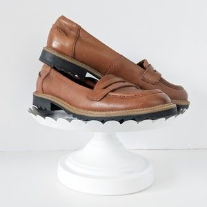 Clark's | Tan Leather Loafers 8